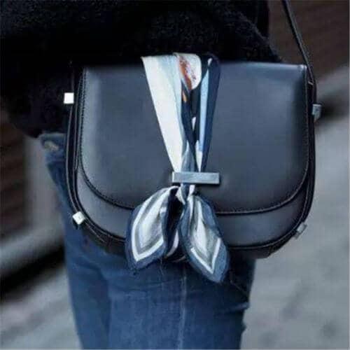 バッグのかぶせ部分のスカーフアレンジ