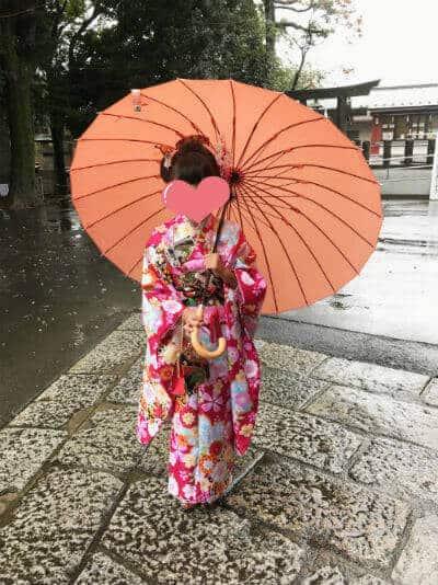 七五三は雨の日で傘をさした